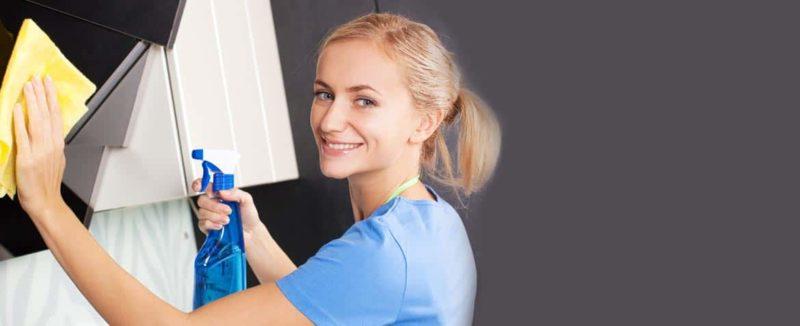 Spiegel mit einfachen Hausmitteln streifenfrei putzen