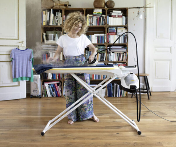 Mit neuem Dampfdruck-Bügeleisen Missgeschicke beim Bügeln vermeiden